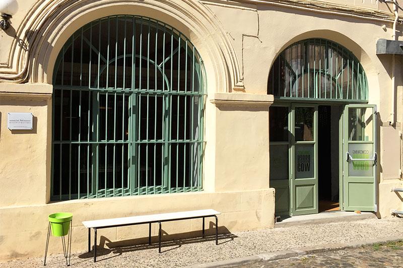 Porte d'entrée du coworking Harrycow